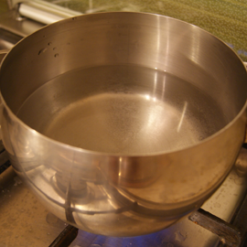 water starts boiling for pea cooking